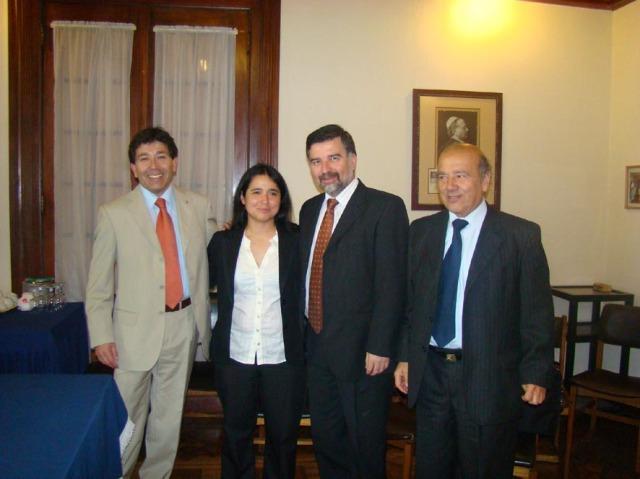Eduardo Araya (Director), Ana Henriquez (tesista), Jaime Vito (Comisión) y Don Santiago Lorenzo Sh. (Guía de tesis)