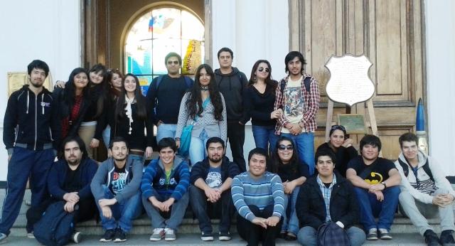 Frontis Museo Naval, estudiantes de Pedagogía en Historia, Geografía y Educación Cívica