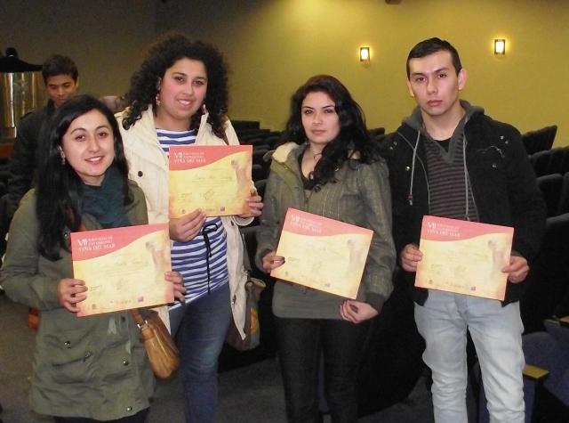 Estudiantes recibieron certificados de participación