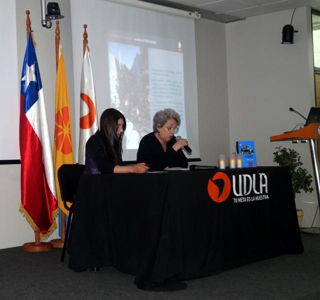 """Karen Muller, """"Animitas de la región de Valparaíso""""."""