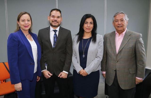 Rectora Costa Rica y expositor norteamericano